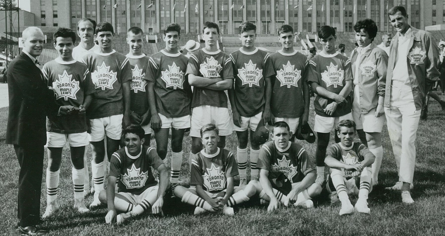 The 1968 Canadian floor hockey team standing for a photo with Harold Smith and Doreen Crystal