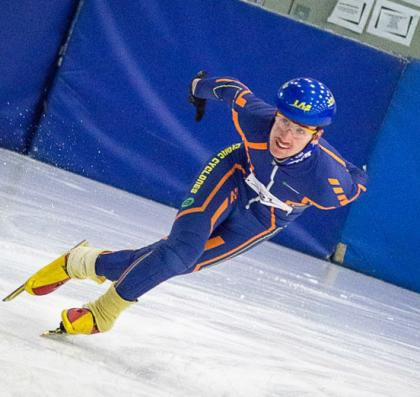 Brendon Vriesendorp speed skates on the ice.