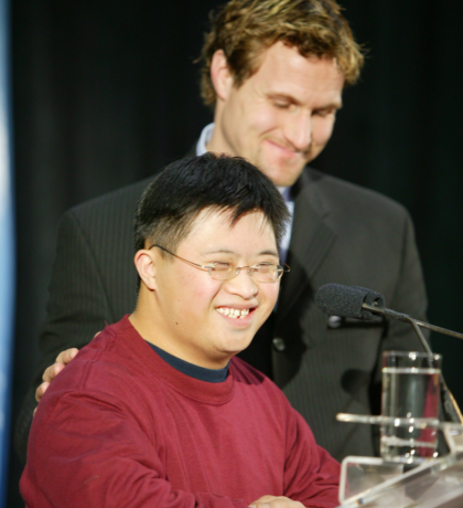 Markus Naslund and SOBC athlete Nick Chan at the 2002 Sports Celebrities Festival