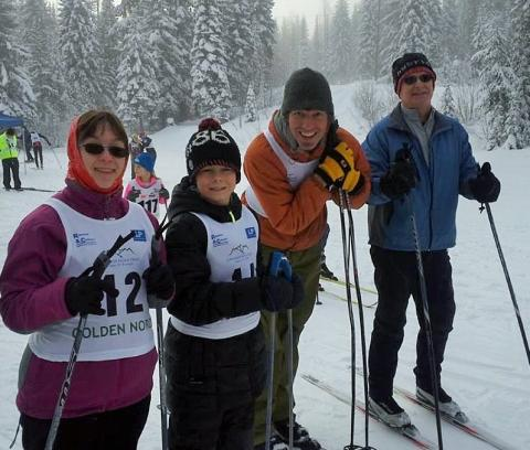 SOBC Golden cross country skiers